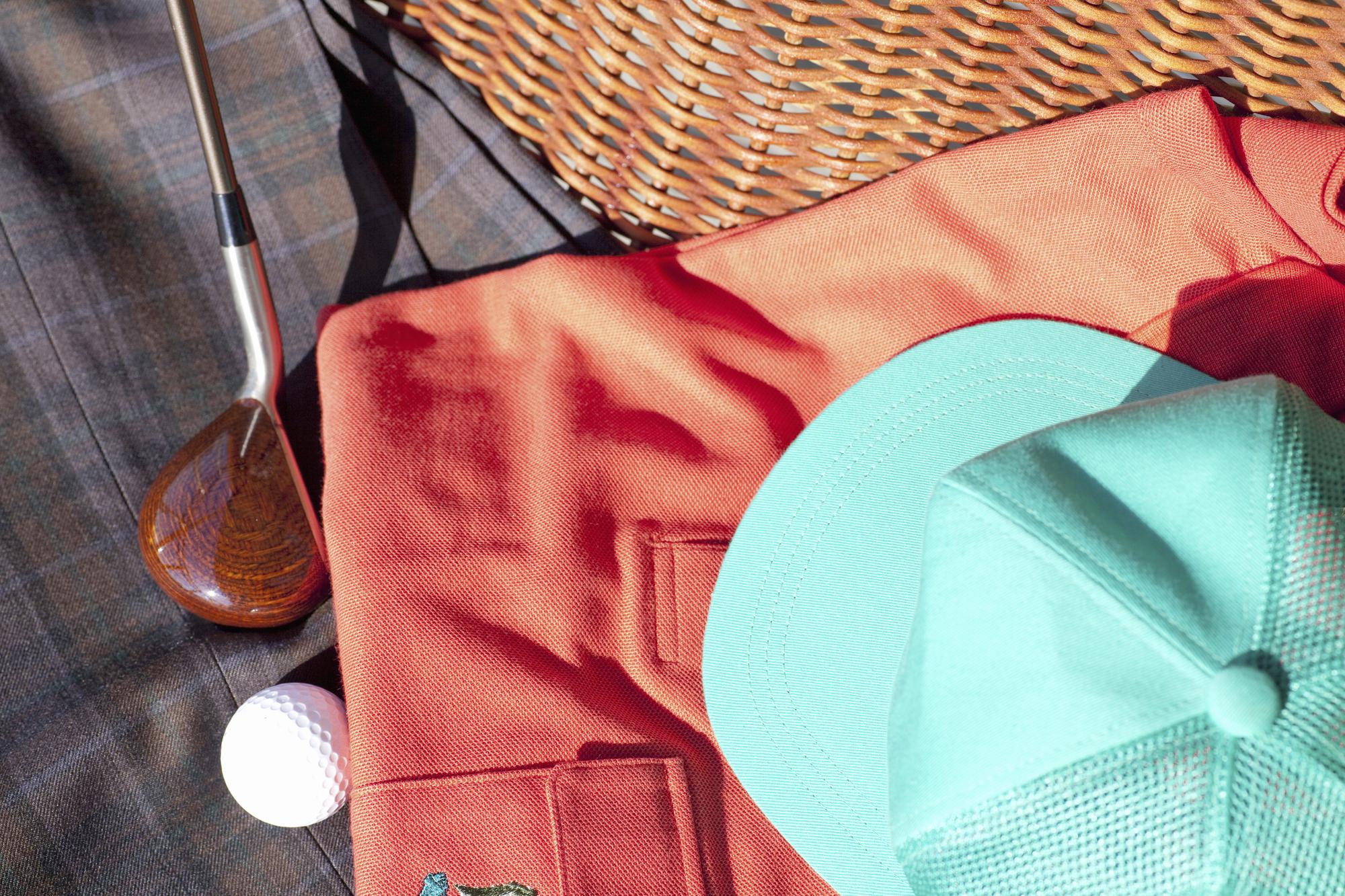 """<span class=""""title"""">ゴルフの練習をする際の服装!スクールの場合の服装も合わせて紹介</span>"""